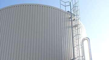 depósito de agua caliente para calefacción de invernadero